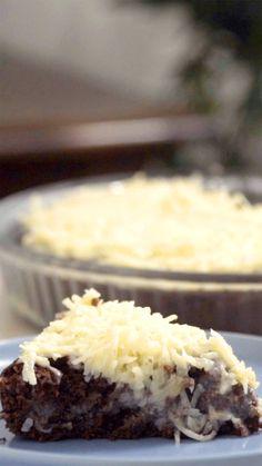 A combinação perfeita do chocolate com coco em um bolo bem molhadinho e gostoso.