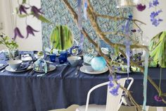 Blue dominating this christmas table, with our Delahaye wallpaper in Cobalt as a backdrop