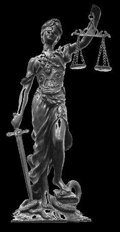Têmis-Filha de Gaia e Urano, Têmis foi a segunda mulher de Zeus. Ela deu à luz muitas deusas, inclusive às três horas - Dice, Eunômia e Irene - e suas irmãs, as Pacas. Em algumas lendas, Têmis é a mãe de Prometeu, junto com outro Titã chamado Jápeto.