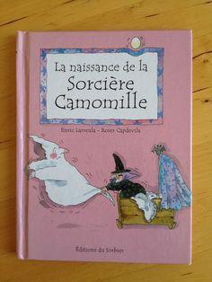 """#enfance #jeunesse : La naissance de la sorcière Camomille - Enric Larreula & Roser Capdevila.  ... Où l'on voit Camomille, son chapeau pointu, et son compagnon de jeux et de farces, le petit hibou """" Gros Yeux """"..."""