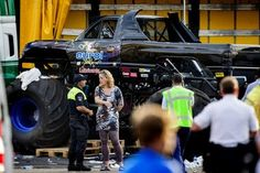 Goodmen News and Entertainment: Monster Truck drives into crowd