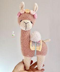 Aukillu Crocheteria Criativa ® (@aukillu) • Fotos e vídeos do Instagram Kawaii Crochet, Crochet Bunny, Cute Crochet, Crochet Animals, Crochet Crafts, Crochet Projects, Crochet Patterns Amigurumi, Crochet Dolls, Stuffed Animal Patterns