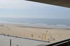 Fantástico apartamento T5 na primeira linha do mar, junto à praia de Matosinhos. Apartamento constituído por 5 quartos, sendo três deles suites. Sala com lareira e varanda a contemplar o mar. http://casas.portugalrealestatehomes.com/imovel-Venda-Apartamento-T5-Matosinhos-4653324