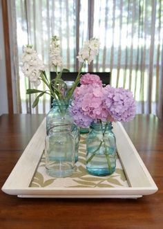 Want to try a cheap DIY project? Pick up frames cheaply at a craft store or flea market and try any one of these picture frame crafts. Picture Frame Tray, Picture Frame Crafts, Old Picture Frames, Old Frames, Tray Decor, Paper Decorations, Old Pictures, Table Centerpieces, A Table