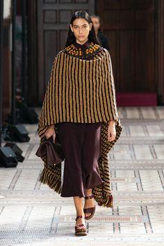 Fashion Week, Womens Fashion, Paris Fashion, Gabriela Hearst, Fashion Colours, Catwalk, Fall Winter, Autumn, Midi Skirt