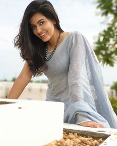 Beautiful Bollywood Actress, Beautiful Indian Actress, Beautiful Saree, Saree Photoshoot, Saree Look, Indian Models, Beauty Full Girl, Indian Beauty Saree, Stylish Girl