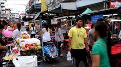 Chinatown Bangkok Thailand - Ein bisschen China in der thailändischen Hauptstadt Bangkok.  Die bekannteste Chinatown Thailands ist jene in der Hauptstadt Bangkok. Der Stadtteil Samphanthawong bildet entlang der Yaowarat Road der New Road (Thanon Charoen Krung) und auch dem Sampheng Lane (heute: Soi Wanit 1) eine große Ansammlung an Geschäften vor allem für Gold und Schmuck sowie Fisch-Restaurants am Abend.  Chinatown ist ein ganz besonderer Stadtteil der tailändischen Hauptstadt Bangkok. Man…