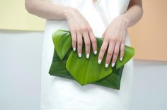 Leaf clutch,need for my sisters tropical wedding :) Fashion Mode, Fashion Bags, Purse Wallet, Clutch Bag, Arte Floral, Leather Accessories, School Projects, Inventions, Givenchy