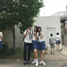Korean Couple, Korean Girl, 3 Friends, Asian Style, Korean Style, Ulzzang  Girl, Best Friend Goals, Tumblr, Squad