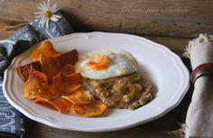 Bitoque na frigideira com batata doce e beterraba em esparguete | SAPO Lifestyle