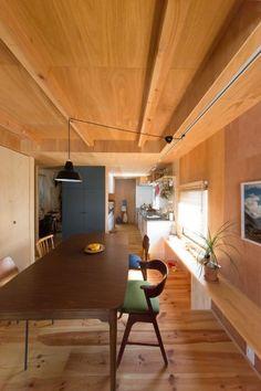 福生で買った伸縮するダイニングテーブル。黒の扉は、羽衣ちゃんがチョークでいたずら書きができるように黒板になっている。 Bedroom Decor For Couples Small, Small Space Bedroom, Small Room Decor, Small Spaces, Small Bedrooms, Small Small, Bedroom Ideas, Japanese Home Decor, Japanese Interior