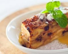 Want to be transported to Bourbon Street without the expense of a plane ticket? Try this decadent New Orleans Bread Pudding With Bourbon Sauce recipe. Sauce Recipes, Baking Recipes, Bourbon Bread Pudding, Bourbon Sauce, Bunt Cakes, Sweet Sauce, No Bake Desserts, Yummy Cakes, Sweet Recipes