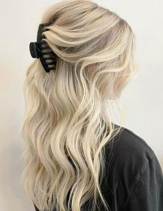 30 Best Hairstyles for Greasy Hair to Hide Oily Roots and Strands in 2021