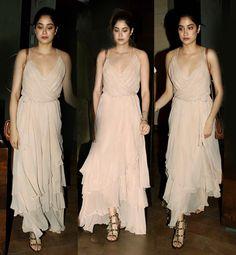 Jhanvi Kapoor literally STOLE everyones thunder at the Mirzya screening  view HQ pics! - Bollywood Life