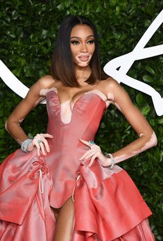 The night's host Tracee Ellis Ross reigned supreme, taking to the stage with humor, gumption and, of course, high fashion. Amanda Harlech, Winnie Harlow, British Fashion Awards, Image Model, Wide Brimmed Hats, Donatella Versace, Hottest 100, Young Black, Yellow Lace