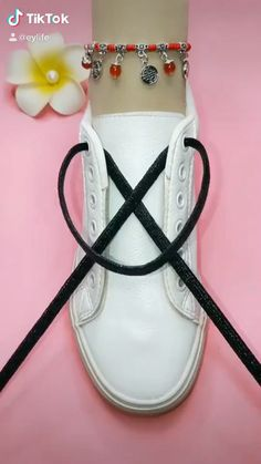 Cool Ways To Tie Shoelaces. Amp up your sneaker style with these neat ideas. Ways To Lace Shoes, How To Tie Shoes, Ways To Tie Shoelaces, Diy Bracelets Video, Diy Fashion Hacks, 5 Minute Crafts Videos, African Clothing For Men, Diy Braids, Clothing Hacks