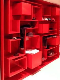 Decorating a room can be managed in so many ways, start from adding pictures to decorating shelves. What shelving ideas would you like to apply in your room, an Display Shelves, Wall Shelves, Shelving, Interior Exterior, Interior Architecture, Interior Design, Ideas Prácticas, Red Interiors, Retail Space