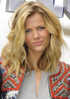 love this wavy shoulder-length hair>>Brooklyn Decker