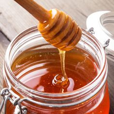 7 Foods That Fight the Effects of Winter - Grandparents.com  Honey: What's in it: Natural antioxidants and humectants. In the cold winter months when circulation is key, look no further than honey. Applying this sticky sweetener to your skin actually increases blood flow and keeps skin soft, thanks to honey's antioxidants and natural humectant properties. Apply to skin, leave on for 10-20 minutes, and rinse. For a facial, apply a thin layer to a clean face, leave on for 30 minutes, and…