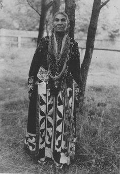 History and Culture Abanaki Abenakis . Native American Music, Native American Clothing, Native American Photos, Native American Women, Native American Indians, Indian Tribes, Native Indian, Native Art, Walk In The Spirit
