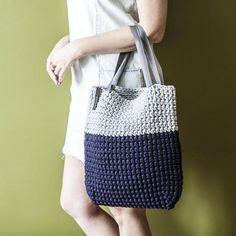 Custom Two Colored Crochet Tote Bag by KnitKnotKiev on Etsy Diy Tote Bag, Tote Bags Handmade, Custom Tote Bags, Crochet Tote, Crochet Handbags, Tshirt Garn, Crochet Shoulder Bags, Chunky Crochet, Shopper Bag