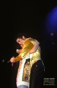 Touching story from a fan that got on stage with MJ - Michael Jackson - Fanpop