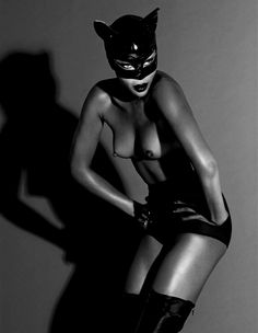 The Libertine Magazine.'The Nude In Vogue'.Naomi Campbell by Mert Alas & Marcus Piggott For Vogue Russia. Mario Testino, Naomi Campbell, David Sims, Steven Meisel, Vogue Russia, Top Models, Catwoman, Sexy Fotografie, Black And White