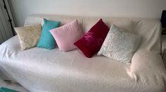 Joli plaid et coussins Zara Home et Maison du Monde pour donner une nouvelle vie à notre canapé