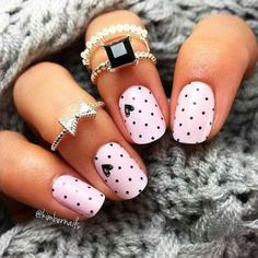 Soon the lovers' party: 45 ideas of nail art Valentine's Day special nail art Saint Valentin vernis rose pastel pois coeurs noirs - Nail Designs Gorgeous Nails, Pretty Nails, Cute Easy Nails, Amazing Nails, Simple Nails, Valentinstag Special, Nail Art Instagram, Free Instagram, Valentine's Day Nail Designs
