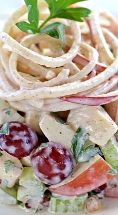 Spiralized Waldorf Salad with Ginger Walnut Cream ❊