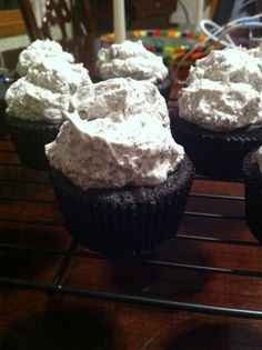 vegan cookies and cream cupcakes