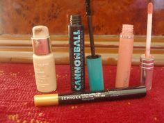 Salut les filles , on se retrouve pour mon dernier back to school de l'année 2015 , je vous presente 3 make-up pour la rentrée ---> Alors ON Y VAS !!! Make-up 1 : J'utilise un fond de teint de chez Clarins (Skin Illusion) pour bien couvrir mes imperfections...