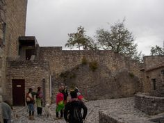 Eccoci al Castello di San Pietro a Ragogna: http://www.ragognalive.it/site/visitare-ragogna/castello-di-san-pietro/