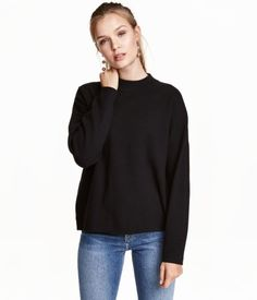 Dark gray melange. Fine-knit sweater in a cotton blend with a ribbed mock turtleneck and dropped shoulders.