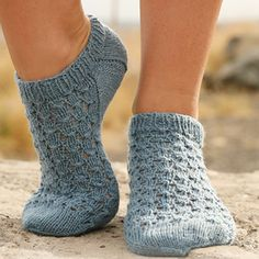 Socks & Slippers - Free knitting patterns and crochet patterns by DROPS Design Knitted Slippers, Crochet Slippers, Knit Or Crochet, Cute Crochet, Crochet Hats, Lace Patterns, Knitting Patterns Free, Free Knitting, Free Pattern