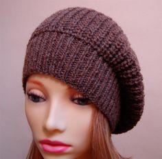 Вязаная стильная шапка для девушки