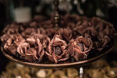 Mesa de doces casamento - Brigadeiros da Sweet Dreams (RJ) e forminhas de doces da Delonix