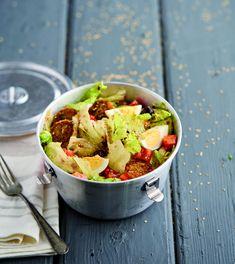 Salada com mini-hambúrgueres de atum