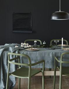 Esta cadeira da coleção YPPERLIG é leve, confortável e traduz a beleza da simplicidade.