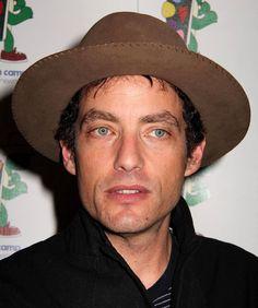 Jakob Dylan, de 46 anos, também é músico. É o líder do Wallflowers, uma banda que quase poderia ser chamada de 'one hit wonder' uma vez que 'One headlight' foi seu grande sucesso no fim dos anos noventa e lhe valeu dois prêmios Grammy.