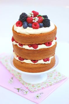 Receitas de mini Naked Cake de Frutas Vermelhas – uma delícia de bolo!