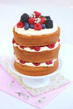 Receitas de mini Naked Cake de Frutas Vermelhas –uma delícia de bolo!