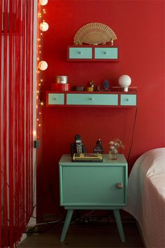 I love this site so colourfull and cosy have a look Casa Chaucha Red Walls, Red Decor, Decor, Red Living Room Decor, Living Room Colors, Red Room Decor, Red Home Decor, Home Deco, Living Room Red
