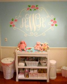 Wall monogram... This is so pretty :) This will definitely be in my daughter's bedroom when I have kids