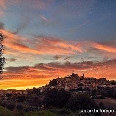 """#Fermo Foto di @panguizzo  """"Spettacolare tramonto con vista su Fermo."""" ❤"""