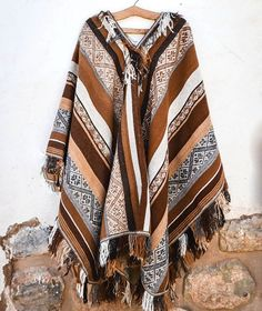 Hand-woven Traditional Peruvian Unisex Alpaca Poncho – 100% Natural Alpaca Fiber Size: 120 cm (width) x 160 cm (length) Fiber: 100% Un-dyed Alpaca, hand-spun PRODUCT DESCRIPTION This traditional-style