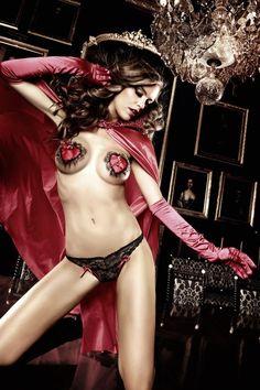Lingerie rouge passion pour la Saint Valentin.