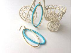 ∞----------------------------------------------∞ゴールドのリングと刺繍糸を巻きつけたリングのダブル楕円リングのピアスです。ライトブルーとゴールドでカジュアルながらも大人っぽさも演出☆春夏にぴったりなさわやかな印象です。∞----------------------------------------------∞< 素材・サイズ >◇全長約5....