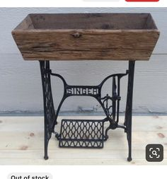 Sewing Machine Tables, Sewing Machine Projects, Treadle Sewing Machines, Antique Sewing Machines, Sewing Tables, Barn Wood Projects, Repurposed Items, Repurposed Furniture, Porch Decorating