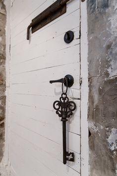 Old cellar door Basement Renovations, Loft Style, Cellar, Building Design, Door Handles, Home Decor, Decoration Home, Room Decor, Basement Remodeling